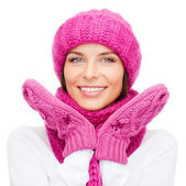Woman in hat, muffler and mittens — Stock Photo