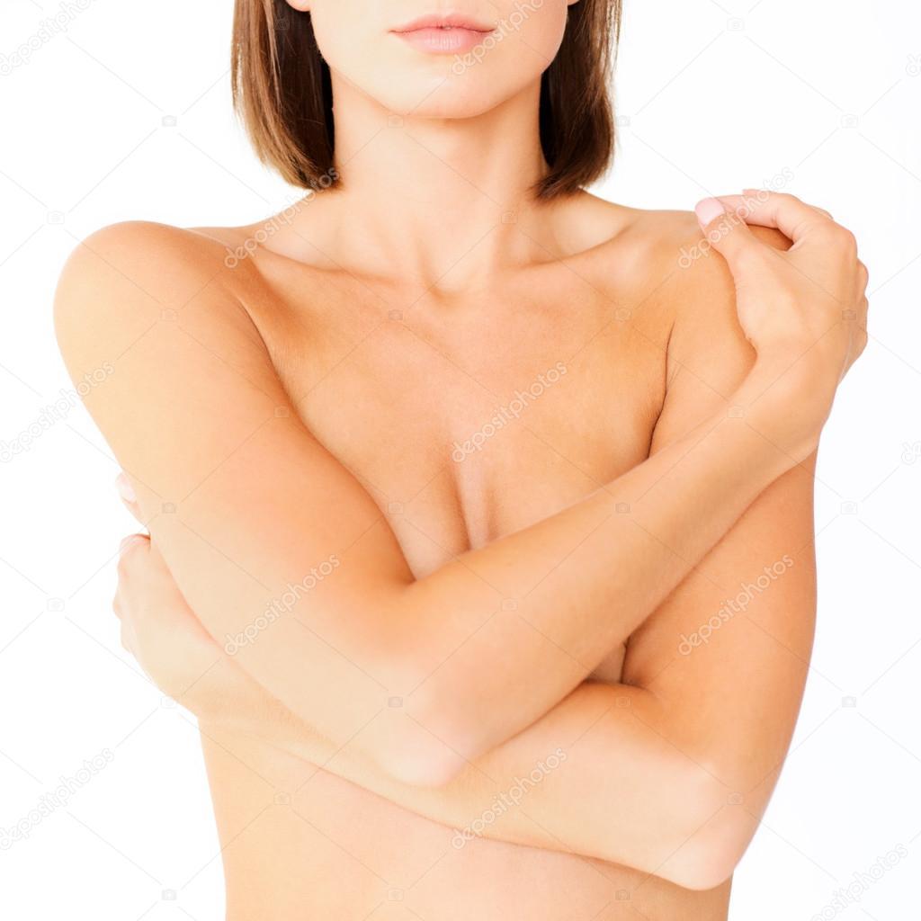 Прикрыв грудь рукой 2 фотография