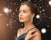 Woman with diamond earrings — Stockfoto