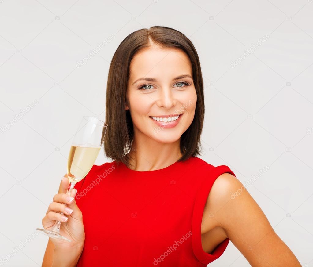 femme en robe rouge avec une coupe de champagne photographie syda productions 31724595. Black Bedroom Furniture Sets. Home Design Ideas