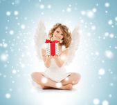 クリスマス プレゼントと幸せ十代の天使の女の子 — ストック写真