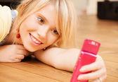 Teenage girl making self portrait with smartphone — Stock Photo