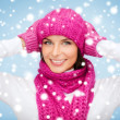 Womin hat, muffler and mittens — Stock Photo #32144261