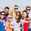 Group of friends having fun on the beach — Stockfoto #32146373
