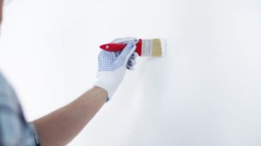 Footage of man painting with white paint — Stock Video
