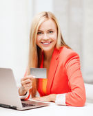 Businesswoman with laptop using credit card — Stock Photo