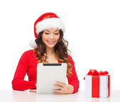 Woman with gift box and tablet pc computer — Stock Photo