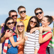 Group of friends having fun on the beach — Stockfoto