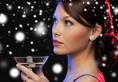 Femme avec cocktail — Photo