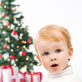 Happy little boy with christmas tree and gifts — Stock Photo