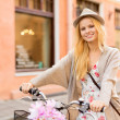 Attractive woman with bicycle in the city — Foto de Stock