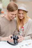 Couple with photo camera — Stock Photo