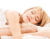 Adolescente, dormir à la maison — Photo