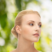 όμορφη γυναίκα με ξανθά μαλλιά — Φωτογραφία Αρχείου