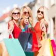 Beautiful women with shopping bags in the ctiy — Stock Photo #33303161
