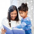Mother and daughter with book — Stock fotografie