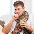 Stockfoto: Ill mwith flu at home