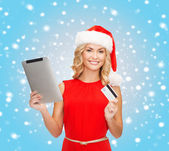 Woman with tablet pc and credit card — Stockfoto