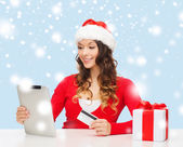 Woman with gift, tablet pc and credit card — Stock Photo