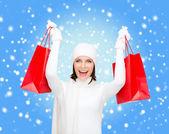 Obraz szczęśliwą kobietą z torby na zakupy — Zdjęcie stockowe