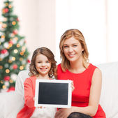 Mother and daughter with tablet pc — Stock Photo
