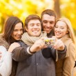 Group of friends with photo camera in autumn park — 图库照片