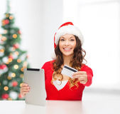 Woman with gift, tablet pc and credit card — Φωτογραφία Αρχείου