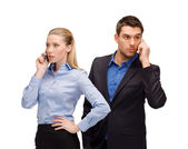 Woman and man with cell phones calling — Stockfoto