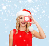 Smiling woman in santa helper hat with gift box — Fotografia Stock
