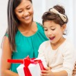 Happy mother and child girl with gift box — Stock Photo #34827829