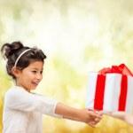 Happy child girl with gift box — Stock Photo