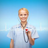 Smiling female doctor or nurse with stethoscope — Stockfoto