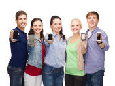 Students showing blank smartphones screens — Foto Stock