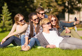 Teenagers taking photo outside with smartphone — Stock Photo