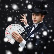 Magician showing trick with playing cards — Stockfoto