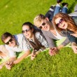 Group of students or teenagers hanging out — Foto de Stock