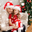 Smiling father and daughter holding gift box — Stock Photo
