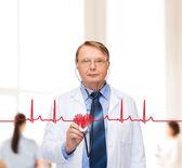 微笑与听诊器的医生或教授 — 图库照片