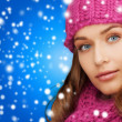 Woman in pink hat and scarf — Stock Photo