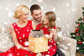 Smiling family with tablet pc — Stok fotoğraf