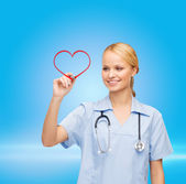Doctor or nurse drawing red heart — Foto Stock