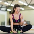 Smiling woman stretching on mat in the gym — Foto de Stock