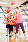 Group of smiling people working out with ball — Stock fotografie