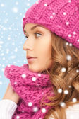 Beautiful woman in pink winter hat and muffler — Stock Photo