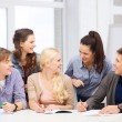 Students having discussion at school — Foto Stock