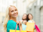 Beautiful woman with shopping bags in the ctiy — Stock Photo