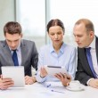 Business team with tablet pc having discussion — Stock Photo #37005987