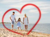 在海边的幸福家庭 — 图库照片