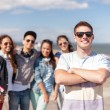 Teenage boy with sunglasses and friends outside — ストック写真