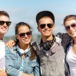 Smiling teenagers in sunglasses hanging outside — Foto de Stock